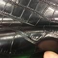 Черная натуральная спилка из коровьей кожи с тиснением под крокодила