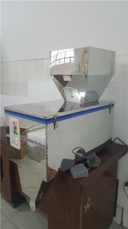 desktop powder packing machine semi-auto granular filling machine rice seeds weighing machine range 15-999g 5 500g automatic powder tea food intelligent packaging filling machine weighing granular high quality packing machine