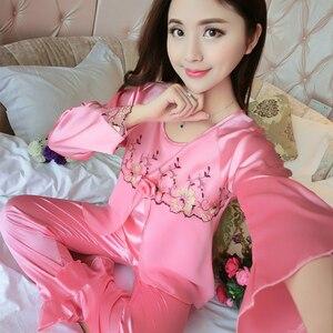 Image 3 - 새 실크 잠옷 여성 자수 레이스 홈 의류 코사지 잠옷 여성용 긴 소매 잠옷 홈 슈트 pijama mujer