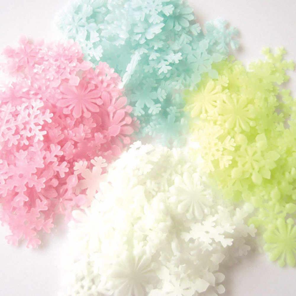 50 unids/set colorido luminoso hogar adhesivo de copos de nieve para la pared que brilla en la oscuridad Calcomanía para los niños habitaciones de bebé pegatinas fluorescentes Decoración