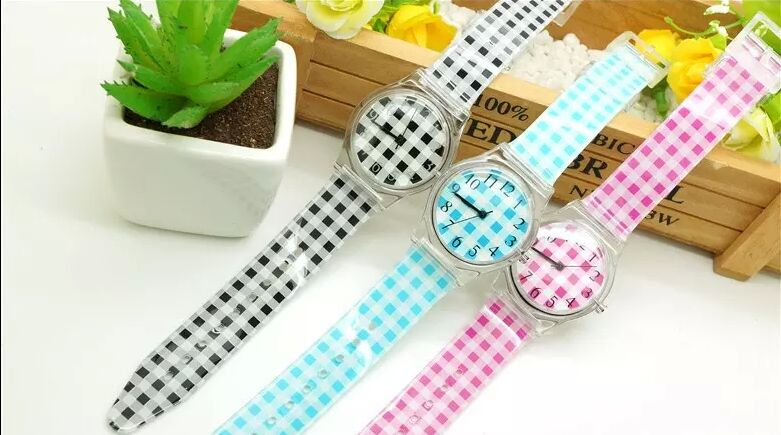 2016 New Fashion Star Beautiful Quartz Cartoon Watches Mesh Grid Pattern Dial Color Silicone Rubber Boys Girls Wristwatches creative 2016 fashion mango watches children boys girls mango pattern dial yellow silicone starp lovely cute quartz watches