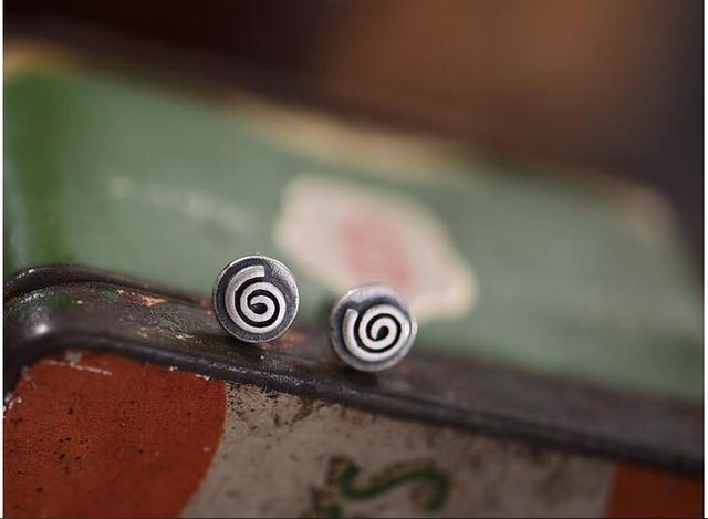 تصميم جديد حقيقي حقيقي 925 فضة أقراط بسيطة أوروبا أقراط على شكل زهور قرنفلية القرط للنساء الرجال الأذن مجوهرات الحساسية الحرة
