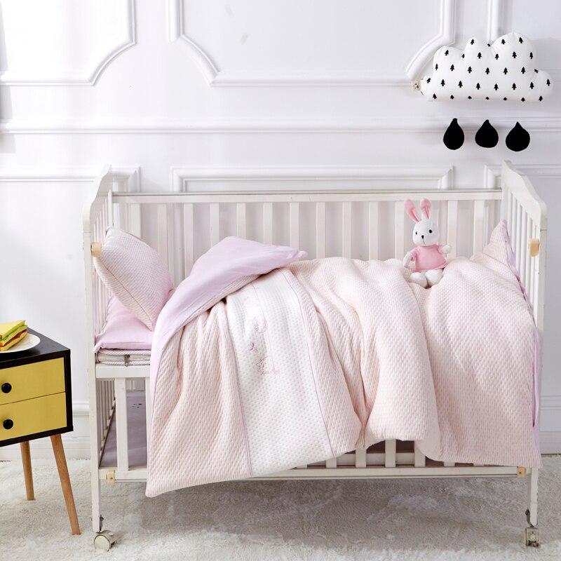 Прекрасный розовый одноцветное Цвет 7 шт. хлопок детская кроватка Постельное белье новорожденных Постельные принадлежности Съемная Стёган...