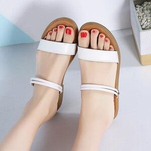 Image 5 - STQ 2020 sandales plates en cuir véritable dété, lanières de cheville, babioles blanches pour dames, 722