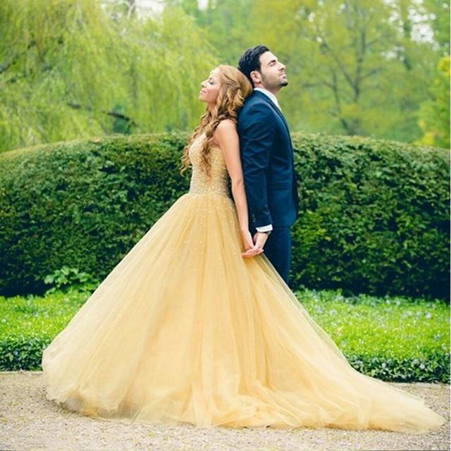 increíble vestido de novia color amarillo hecho a mano con cuentas