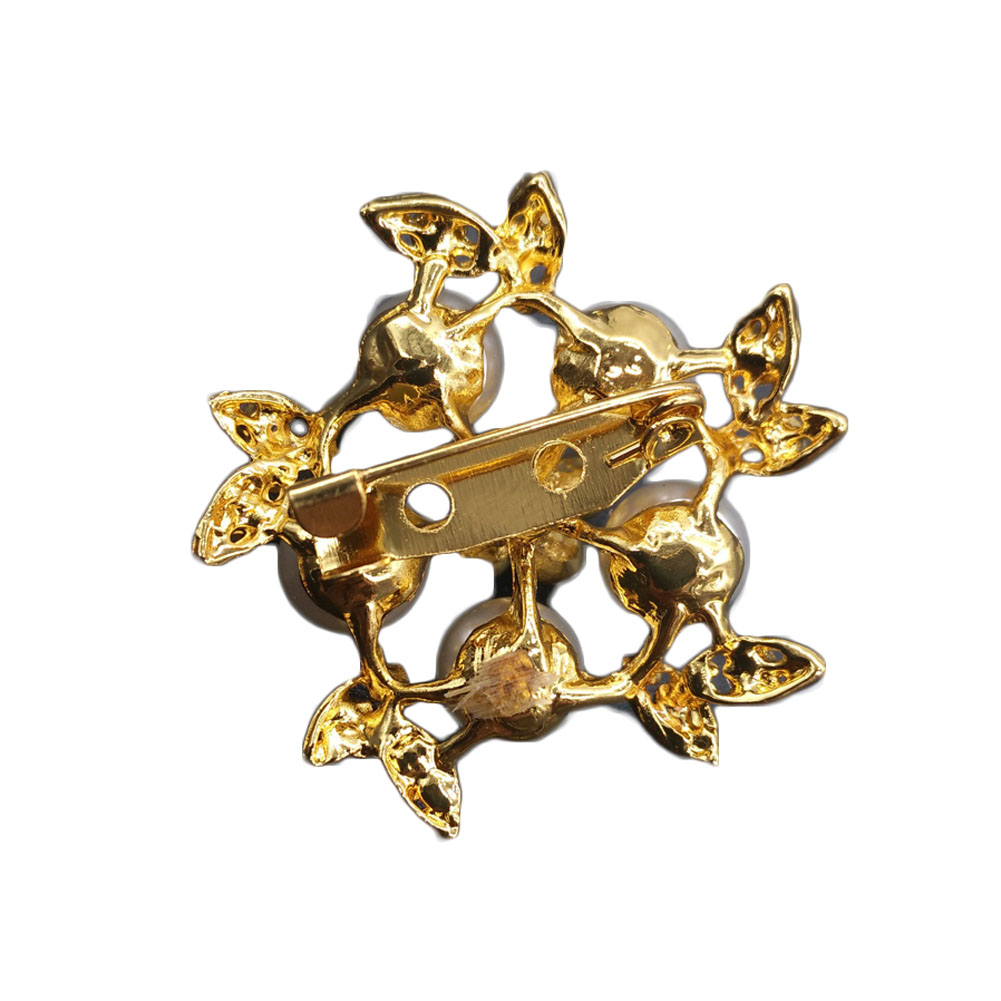 Gold Color Simulated Pearl Flower Brooches Rhinestone Scarf Buckles Corsage  Small Shawl Pins-in Brooches from Jewelry   Accessories on Aliexpress.com  ... 62b49a8b1184