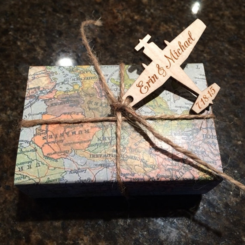 100pcs Personalized Airplane Wooden Gift Tags For Travel Rustic Wedding Decorations Mariage Custom Favors Gift Box