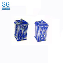 SG Biru Tardis Police Box Bros Avengers Supre Pahlawan Flash Superman Deadpool Thanos Masker Pin Pria Mantel Perhiasan(China)