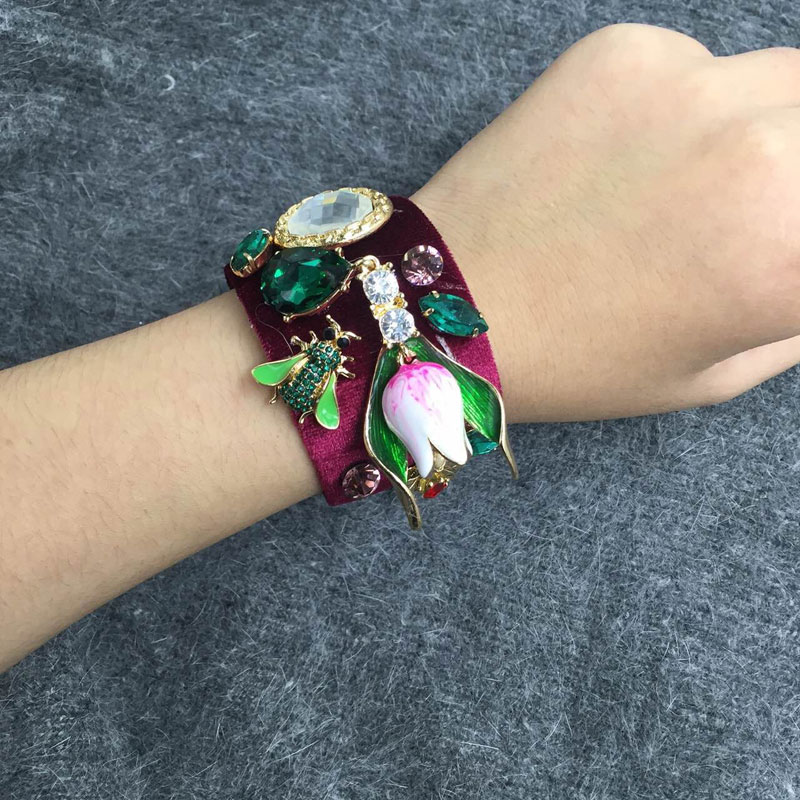 2017 Wine Red Velvet Baroque Retro Bee Bangles Crystal Gem Flower Charms Cuff Pulsera abierta para mujeres Love Gift Wrist Band