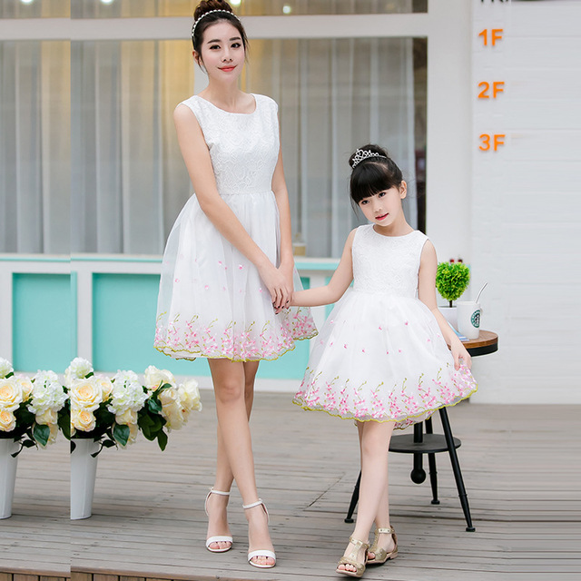 99e183cc4a113 US $15.18 5% OFF|Mother Daughter Wedding Dresses White Lace Mommy and Me  Clothes Babies Summer Sleeveless Tutu Skirt Family Matching Clothes-in ...