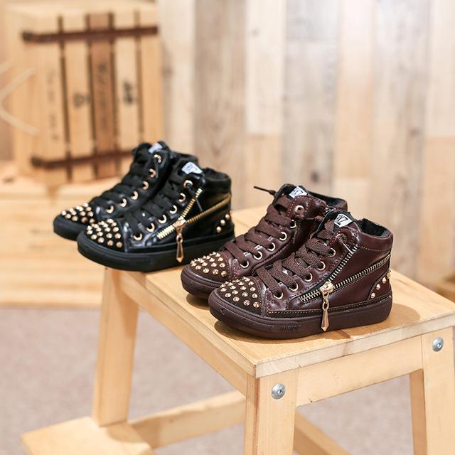 Sneakers shoes para crianças crianças botas botas de zíper lateral rebite do parafuso prisioneiro do metal do dedo do pé menina meninos moda unissex sapato preto vermelho