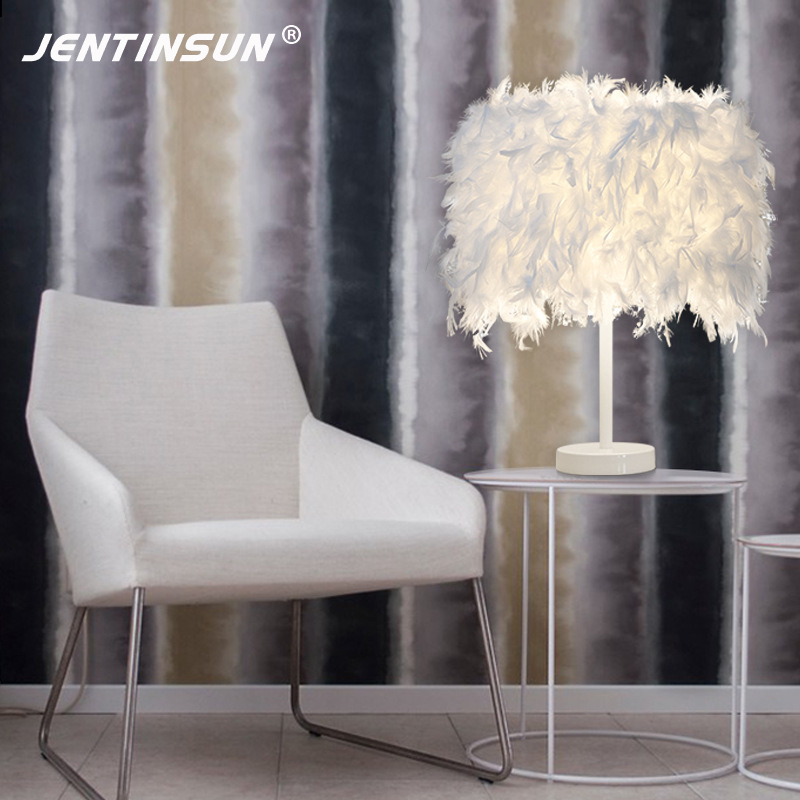 Creative European Style LED White Light Feather Table Lamp Fashion Fur Reading Desk Lamp for Bedroom Bedside Hotel Home Lighting купить