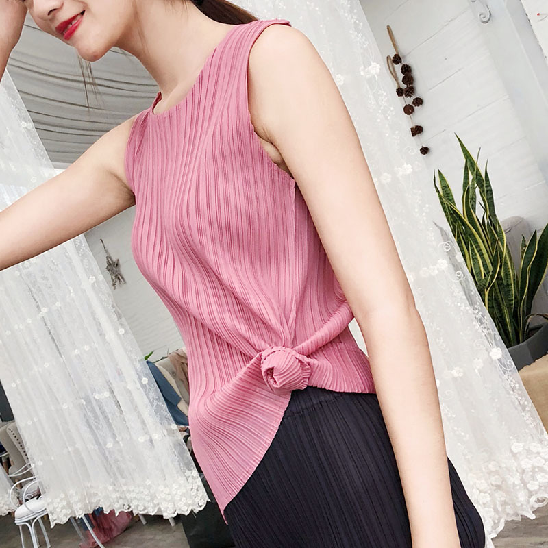 LANMREM 2019 New Fashion Women Clothes Round Neck Sleeveless Pleated Pullover Vintage Female Top WG54401
