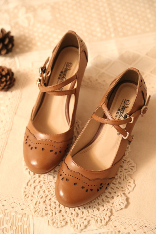 Women Chunky Heel Brown Lolita Shoes New 2017 Hollowed Pattern Ladies Cross Strappy Buckle Straps Round Toe Free Shipping t strap round toe women lolita wedge high heel shoes new 2017 side open japanese style wedges with buckle straps free shipping
