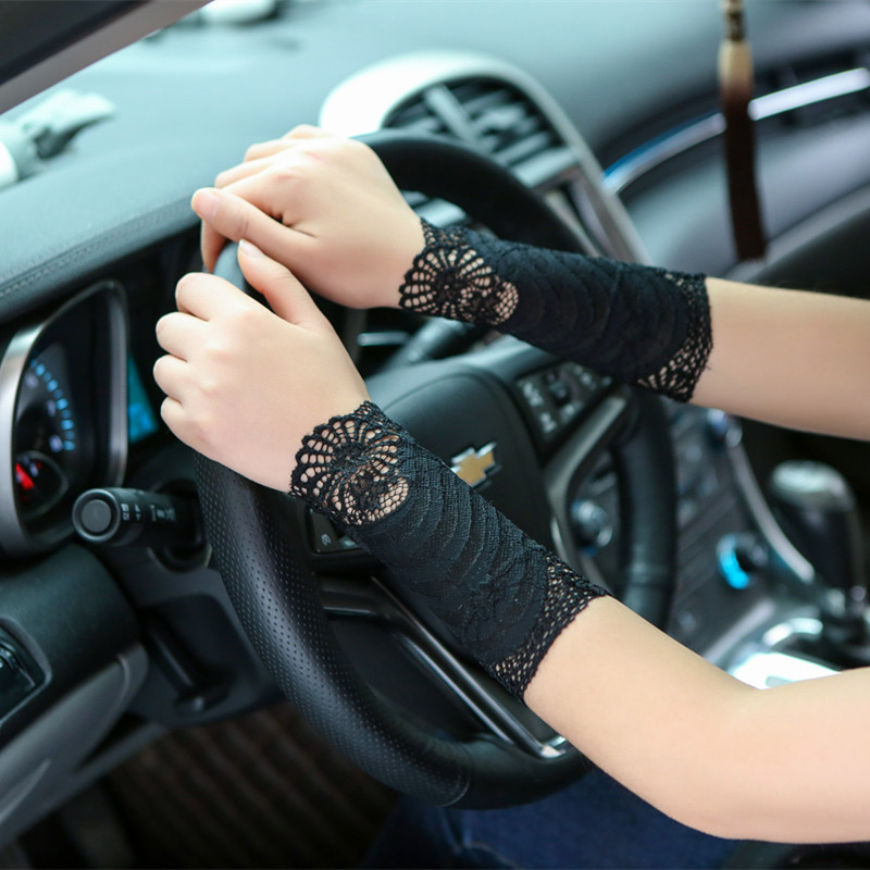 2018 New Summer Elegant Ladies Sunscreen Lace Gloves Women Short Cuff Wrist Scar Covered Fashion Female Driving Gloves AGB658