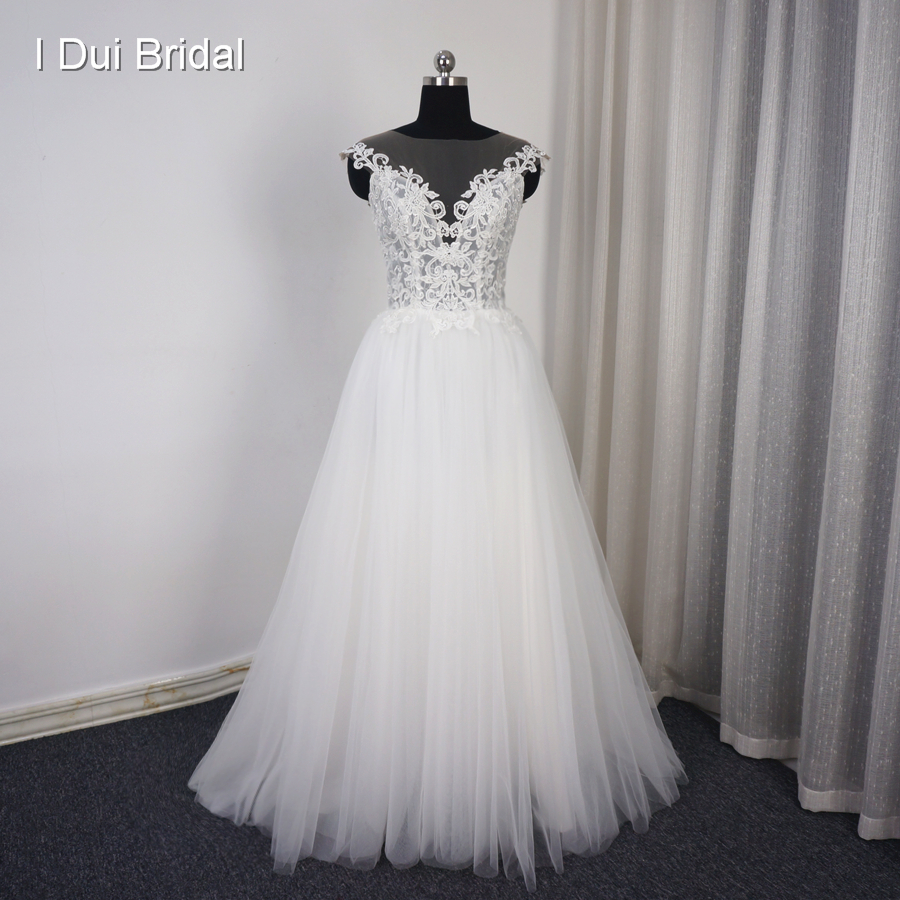 Vestido De Noiva Illusion Neckline Pearl Button Back Wedding Dress Lace Appliqued Tulle Layers Romantic