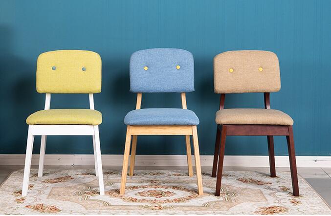 Тканевый обеденный стул из натурального дерева. Офисное настольное кресло