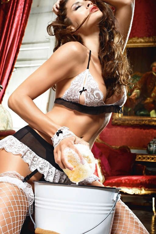Секси горничная в микро бикини фото 538-47