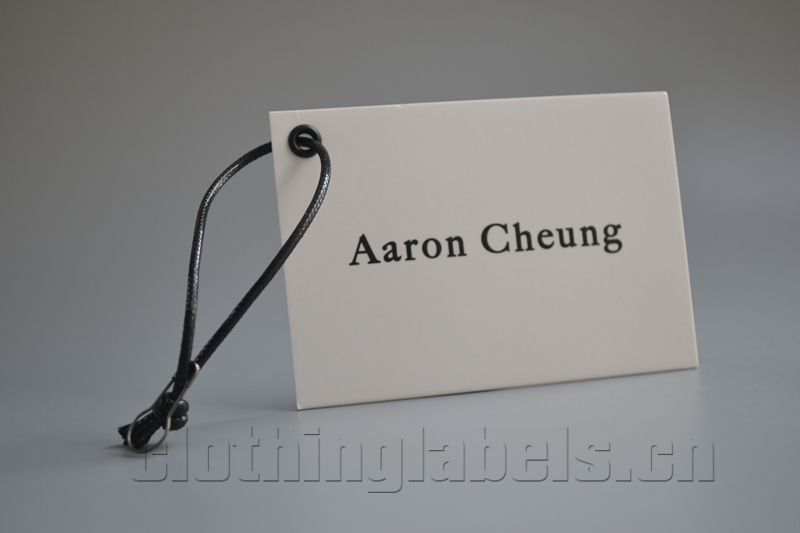 Přizpůsobené bílé povětrnostní značky potažené papírové oblečení značky s provázkem