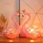 UN Paio Di Rosa Flamingo Che Indossa UNA Corona Statua Scultura di Luce di Notte Del Bambino Camera Da Letto Lampada Resina Sonno Led Kid E14 lampada Per I Bambini