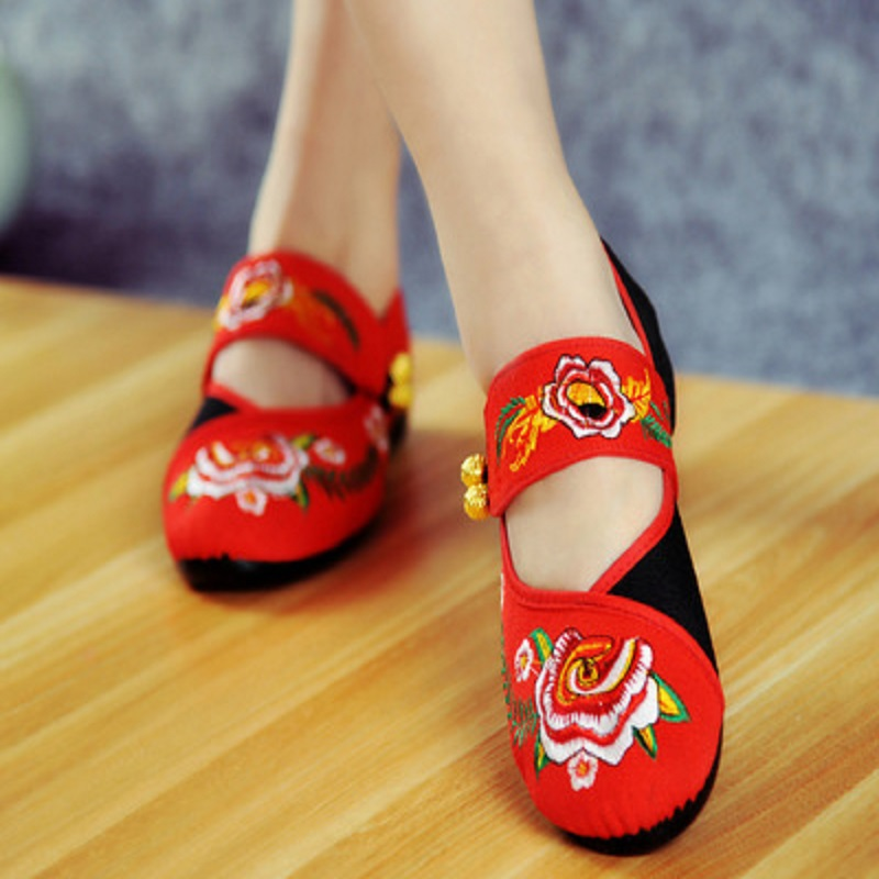 2018 Spring and Autumn new embroidery old Beijing shoes casual Chinese style embroidery shoes dance shose female vintage pumps spring autumn old beijing embroidery cloth shoes fairy girl embroidered national han chinese women s shoes