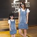 2015 del estilo del verano vestido de mezclilla mirada familia clothig set vestido de jean + t-shirt madre e hija vestido a juego hija de la madre ropa