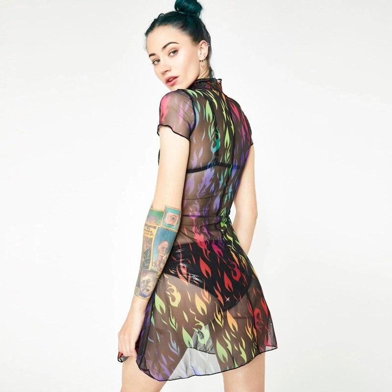 Läbipaistvast võrgust kleit