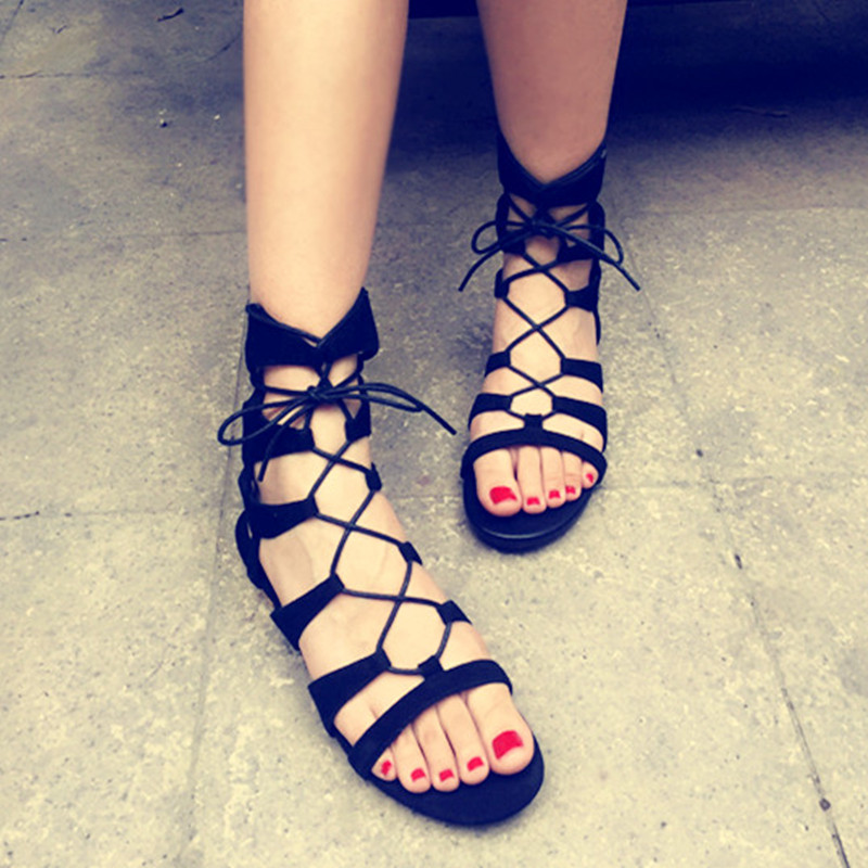 ФОТО 2017 Summer New Retro Rome Flats Ladies Sexy Beach Sandals Low-heeled Suede Leather Knee High Strap Sandals Cut-out Shoes