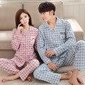 2017 nueva primavera de manga larga de algodón parejas pijamas trajes cardigan botón de camisa de los hombres y mujeres de servicio local
