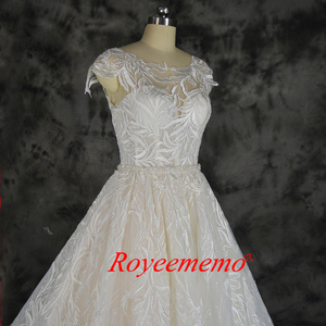 Image 4 - ファッションのレースのウェディングドレスシャンパンとアイボリーウェディングドレスカスタムメイド卸売価格ブライダルドレス