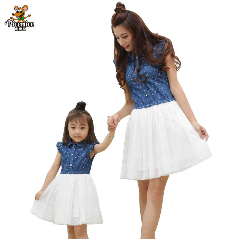 แม่ลูกสาวชุด 2019 ฤดูร้อนชุดครอบครัวแม่และลูกสาวชุดจับคู่เสื้อผ้าชุดสีฟ้าสีขาวสำหรับเด็กและผู้หญิง
