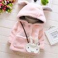 2016 nova baby girl outerwear com capuz bonito orelha longa com capuz falso casaco de pele para o inverno quente e confortável roupa do bebê