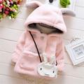 2016 nueva niña prendas de vestir exteriores linda con capucha larga con capucha oído faux fur coat para el invierno cálido cómodo ropa de bebé
