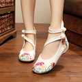 Bordados de Flores do vintage Apartamentos Floral Casual Zapatos Moda Chinesa Velha Pequim nó Mulheres Lazer Retro Único Sapatos de Dança