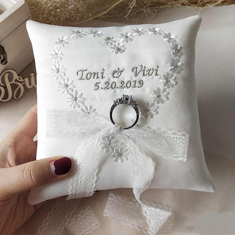 Free shipping1pcs custom embroidered name and date ribbon engagement wedding decoration marriage proposal good idea ring pillow image