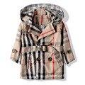 Frete grátis primavera/outono roupas crianças xadrez dupla breasted trincheira criança do sexo feminino outerwear menina