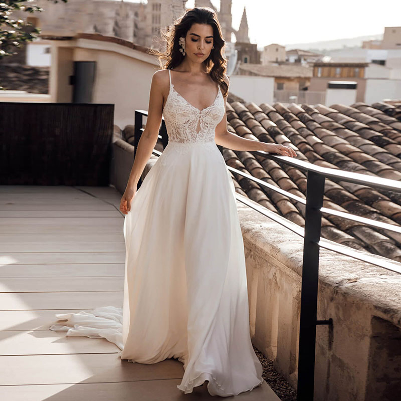 Verngo  Appliques Lace Boho Beach Wedding Dress Simple V-Neck Spaghetti Straps Bride Dress Floor Length Chiffon Vestido Casament