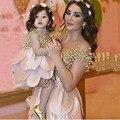 Curto Na Altura Do Joelho Flower Girl Dresses A Linha O Neck Hierárquico Saias Mãe e Filha Vestidos Para Crianças