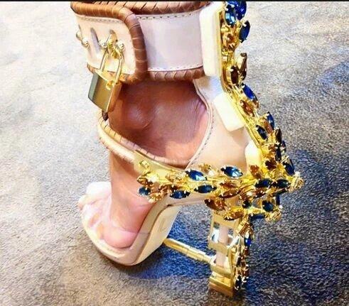 все цены на Women Summer Shoes Platform Sexy Metal Lock Gladiator Sandals Women Shoes PVC leather sandals Rhinestone high heels sandals онлайн