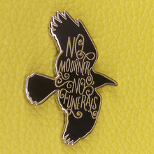 Nessun lutto non funerali sei of crows dello smalto pin Grisha trilogy letteratura distintivo libresco regalo giacca zaino accessori(China)