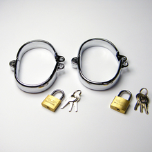 2018 Latest Male Female Stainlees Steel Oval Wrist Restraint Handcuffs Manacle Shackles Come One Lock Adult Bondage BDSM Sex Toy
