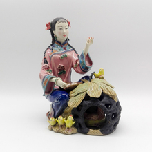 Rushed Antique Glazed Porcelain Figurine Christmas Gifts Traditional Chinese Female Statue Ornament Ceramic laddy Figure Sale