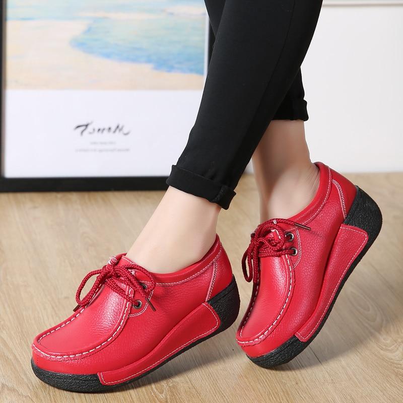 Rendas até as sapatilhas das mulheres da