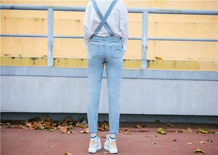 Autumn and winter Korean women's high waist row buckle show thin light color loose nine points jeans suspenders small feet suspender (13)