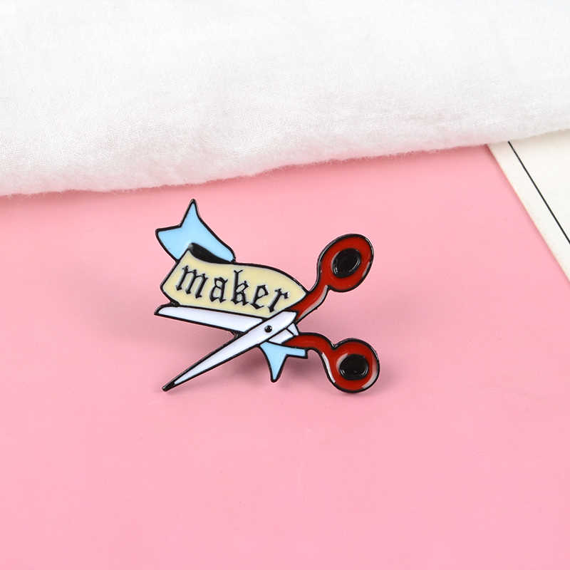 Cartoon Maker Red Hand Scissors Enamel Brooches Pin Craft Accessories Knitters Badges Sews Embroidery Lover Jewelry