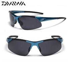 222d9c92d Dos homens Óculos Polarizados Esportes Óculos para Ciclismo Pesca Daiwa Voar  Pescador Óculos Polarizados Superlight Quadro
