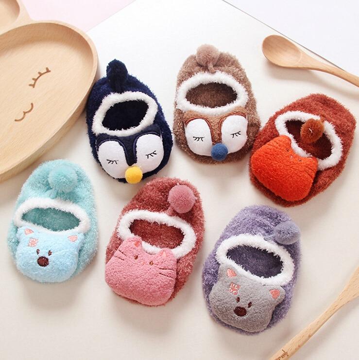 Hilo de plumas de dibujos animados muñeca antideslizante muñeca bebé calcetines de goma niño niño calcetines bebé piso calcetines