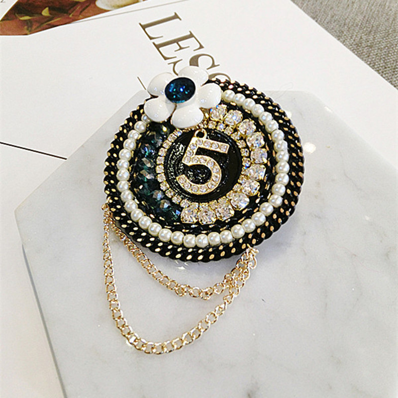Black&White Pearl Crystal Chain 5 Letter Brooches for Women Girl Jewelry Scarf Clothes Personality Accessories купить в Москве 2019