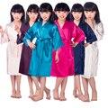 KR001 Cetim Pijama Miúdo/Crianças Pijamas Kimono Robes Camisola Pavão Da Flor Do Casamento meninas Vestido de Alta Qualidade
