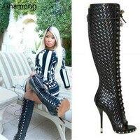 Новинка; дизайнерские сапоги гладиаторы черного цвета с ребристой поверхностью; сапоги с открытым носком на высоком каблуке со шнуровкой; ж